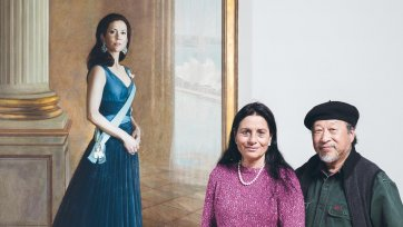 Artist Jiawei Shen with Ros Murphy – daughter of benefactor, Mary Murphy. In front of Jiawei's Portrait of HRH Crown Princess Mary of Denmark commissioned with funds provided by Mary Isabel Murphy 2005.